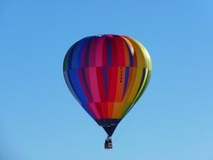 http://pixabay.com/de/hei%C3%9Fluftballon-ballon-bunt-wind-4761/